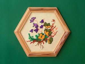 obrázok s výšivkou v drevenom ráme, farebný rám, od 2,60 do 6,30 € 3