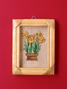 obrázok s výšivkou v drevenom ráme, rám upravený lakovaním, od 2,60 do 6,30 € 2