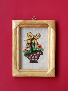 obrázok s výšivkou v drevenom ráme, rám upravený lakovaním, od 2,60 do 6,30 €