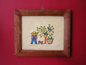 obrázok s výšivkou v drevenom ráme, rám upravený morením, od 2,60 do 6,30 €